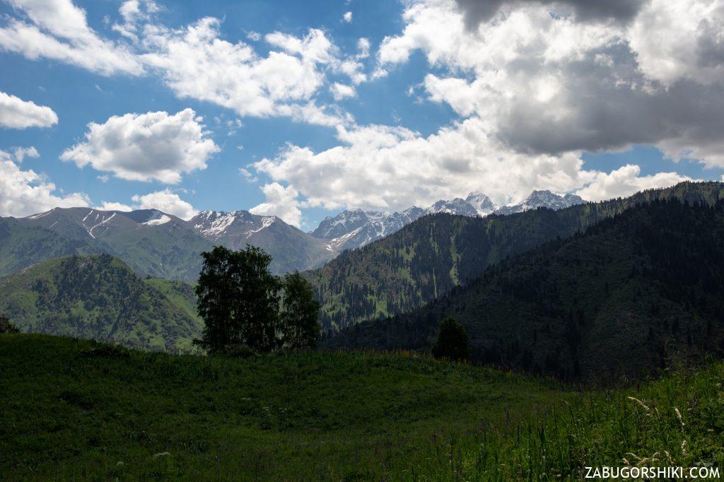 Горы Алматы в тени