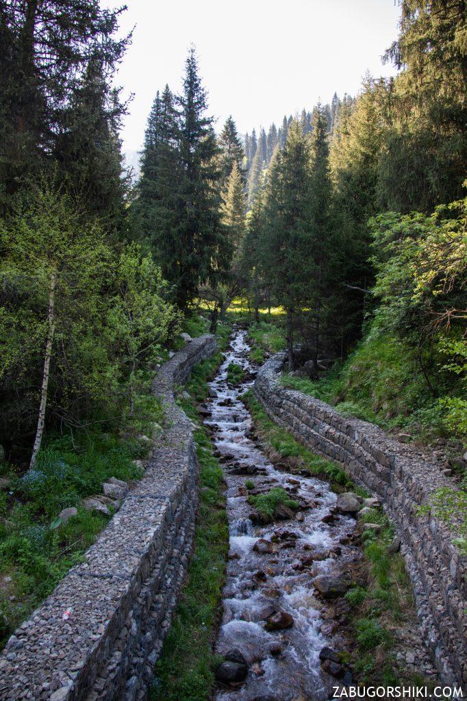 Река и мост в Кимасарском ущелье