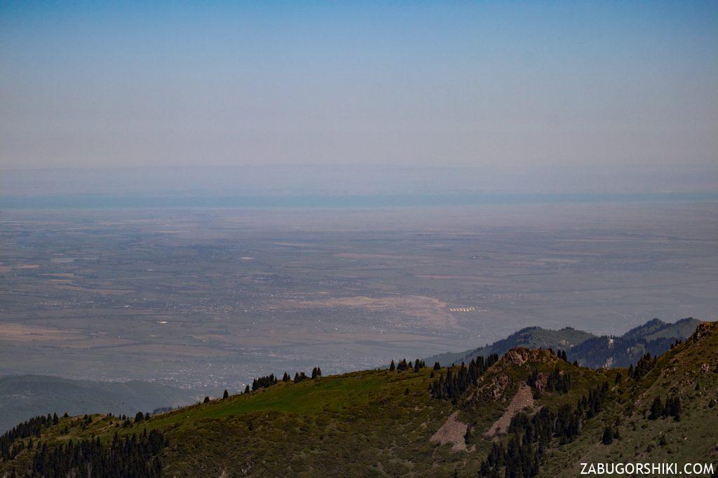 Вид на Капчагай с гор Алматы