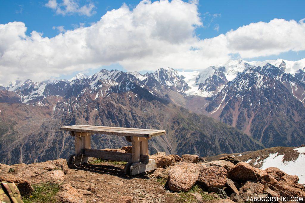 Скамейка на пике Панорама
