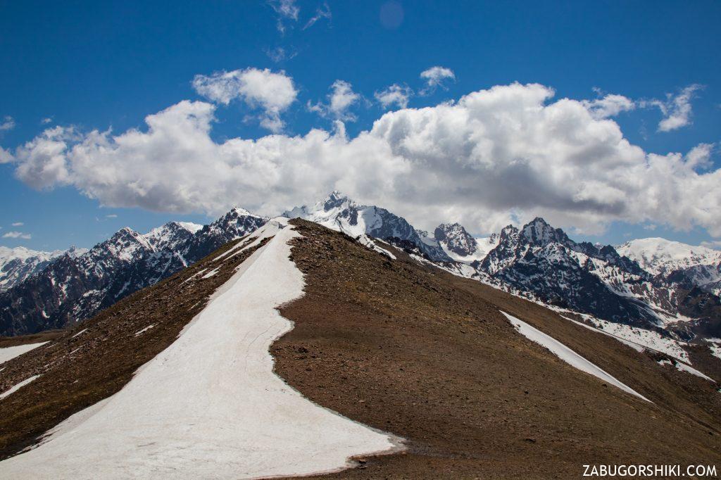Красивейший вид на горы Заилийского Алатау.