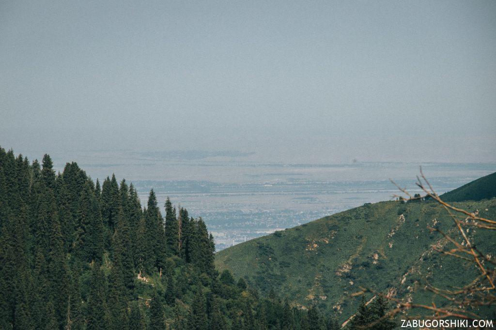 Вид на город Алматы с Бутаковского ущелья