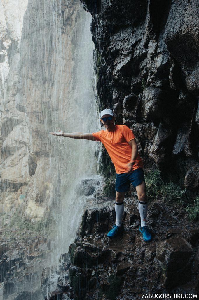 Ренат внутри Бутаковского водопада